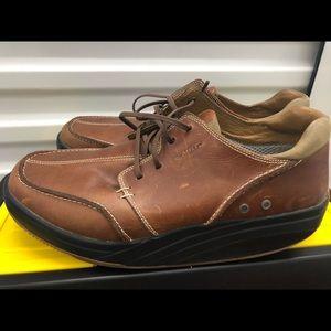 MBT Tariki&Walnuta Men's Toning Sneakers Size 12.5